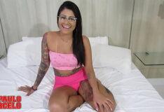 Sexo com brasileira gostosa sentando na pica grande sem camisinha